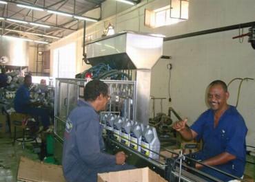 活塞式灌装机非洲客户